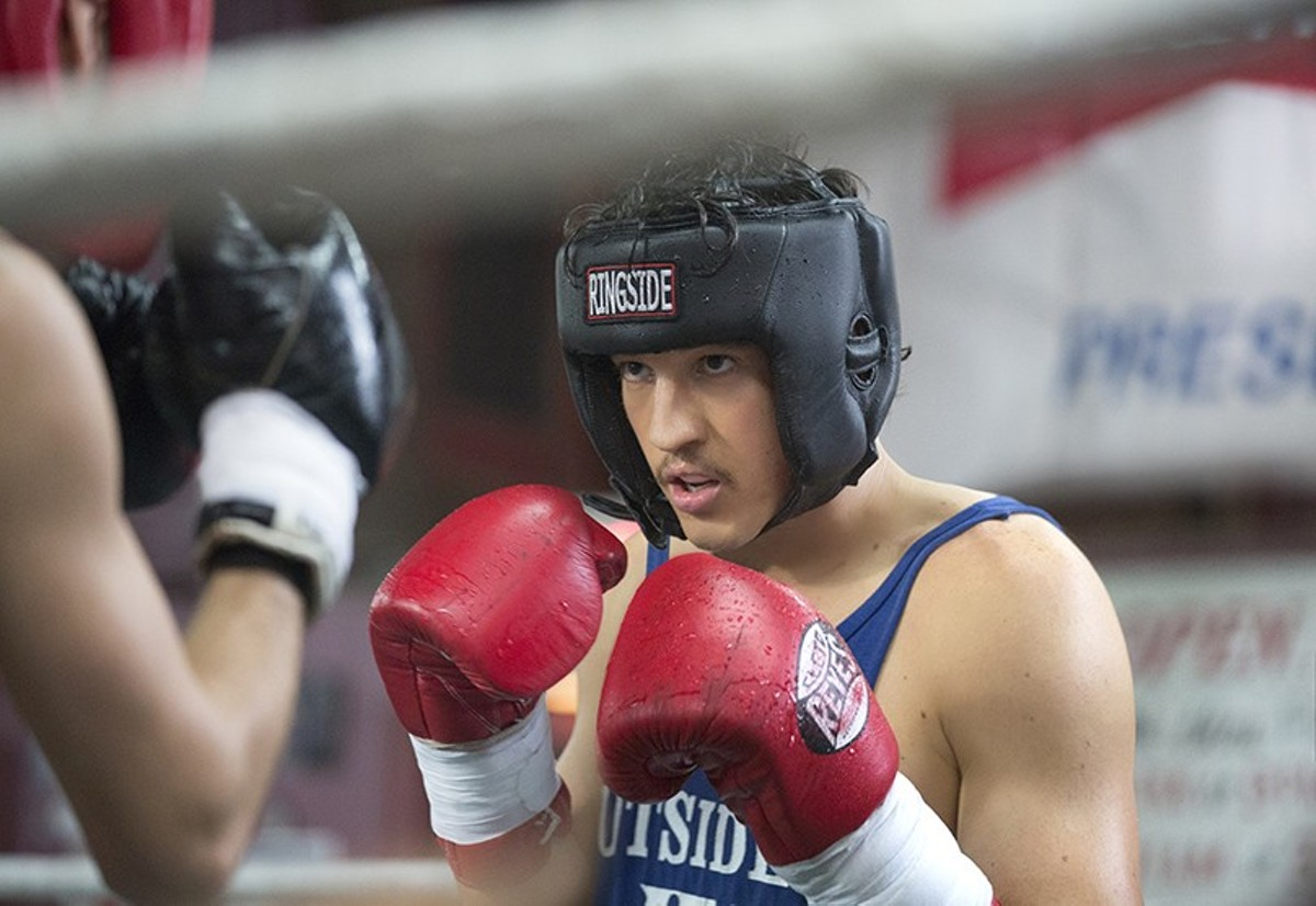 Miles Teller goes through the motions as boxer Vinny Pazienza.