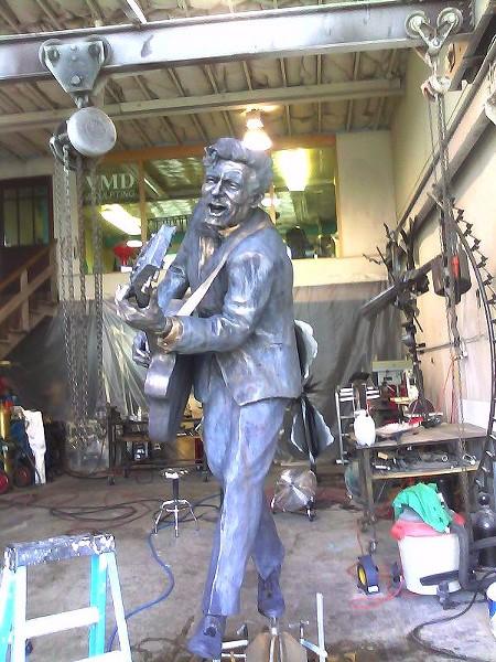 chuck_berry_statue_pic.JPG