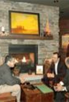Good steaks come to those who wait: The lodge-inspired bar area at Stoney River.