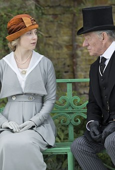 Mr. Holmes Examines the Great Detective in Old Age