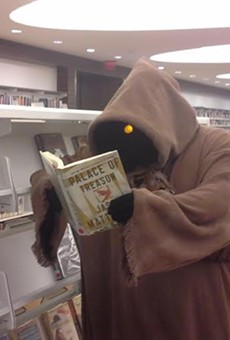 A jawa caught up on some light reading at last year's Comic Con.