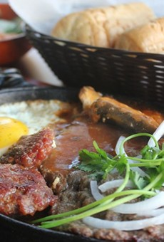 The sizzling steak — a house specialty, and relatively uncommon in the Midwest.