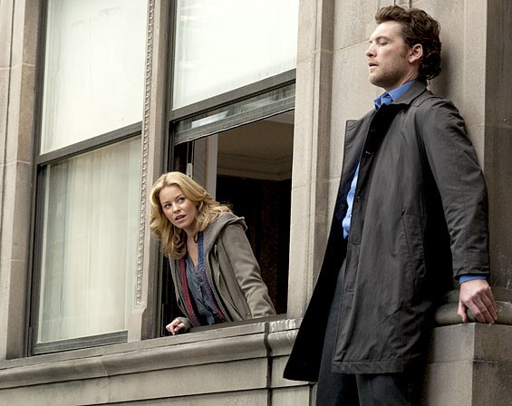 Wish you would step back from that ledge, my friend: Elizabeth Banks and Sam Worthington.