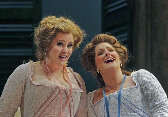 Rachel Willis-Sørensen and Kathryn Leemhuis in Opera Theatre of Saint Louis's 2012 production of Cosìfan tutte.