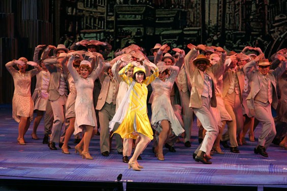 Tari Kelly glows in the title role of the Muny's season opener, Thoroughly Modern Millie.