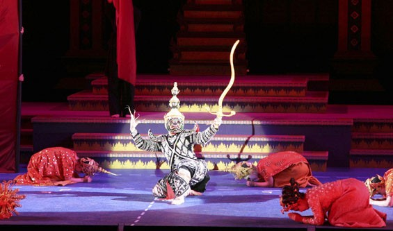 Praise Buddah for this spectacular King and I, closing out a triumphant Muny season.
