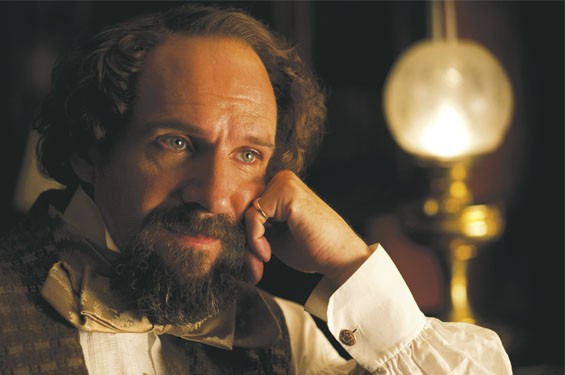 Still of Ralph Fiennes in The Invisible Woman.