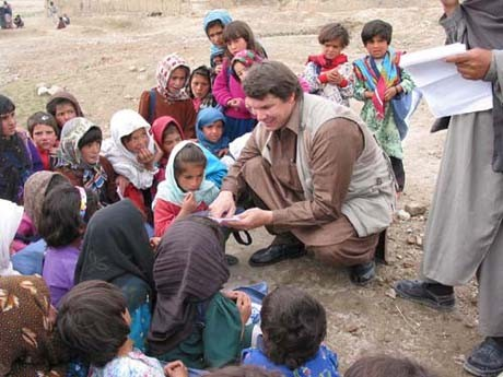 Mortenson meets children in rural Pakistan. - IMAGE VIA