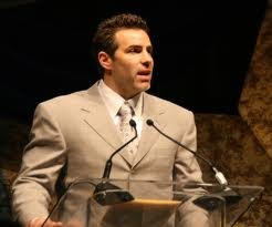 Kurt Warner: Nice guy, but not exactly sensitive when it comes to body issues. - VIA WWW.STILETTOSPORTS.COM