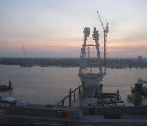 Mississippi_Bridge_dawn.jpg