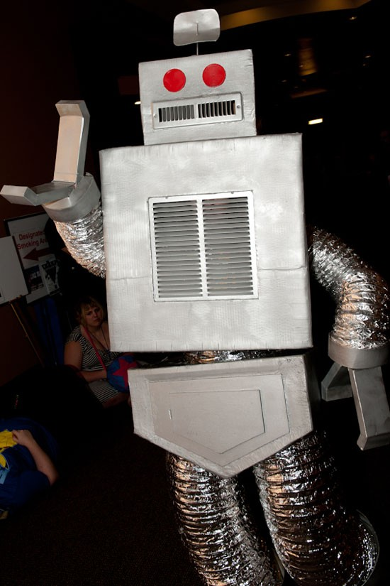 This robot reminds us of these dancing St. Louis Blues-supporting robots.