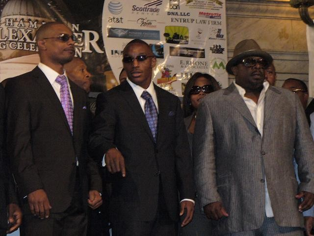 Alexander, center, flanked by his trainer Kevin Cunningham and Cedric the Entertainer.