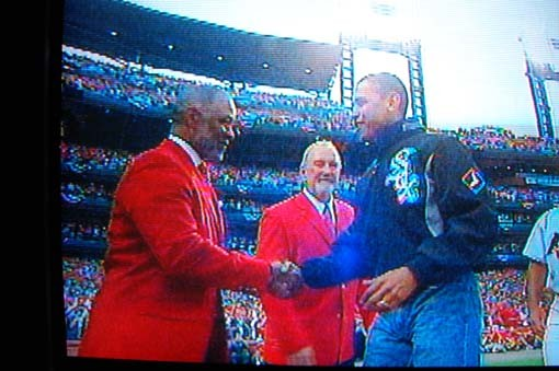 The president greets Cardinal Hall-of-Famer Ozzie Smith.