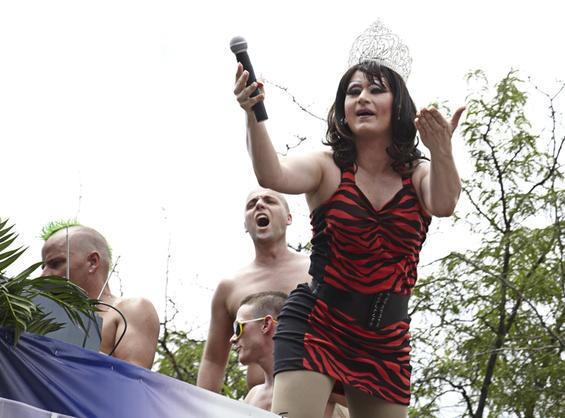 2010_pridefest_parade.4989435.87.jpg