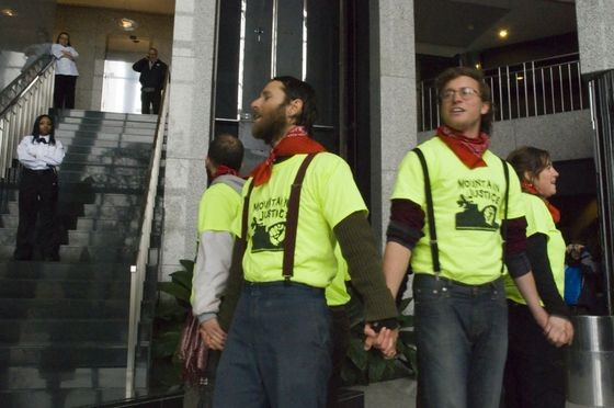 Arch_Coal_protest_1_thumb_560x372.jpeg