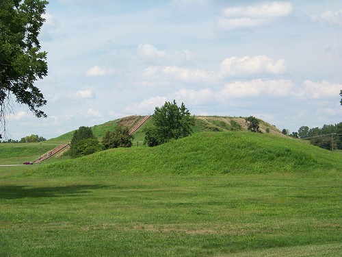 Cahokia today. It looks so peaceful... - FLICKR.COM/PHOTOS/MATNEYM