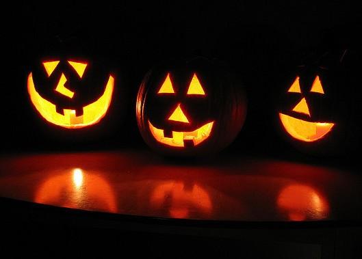 Tell a Halloween joke that will make 'em die laughing. - LOBO235 VIA FLICKR