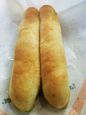 Battle of the breadsticks fazoli 39 s vs olive garden food blog for How many carbs in olive garden breadsticks