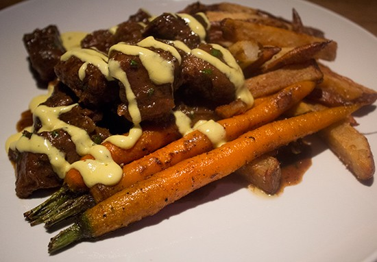 Stoofvlees over frites. | Mabel Suen