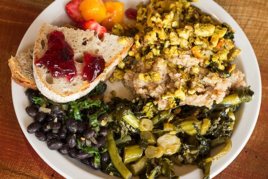 A colorful, vegan-friendly brunch plate.