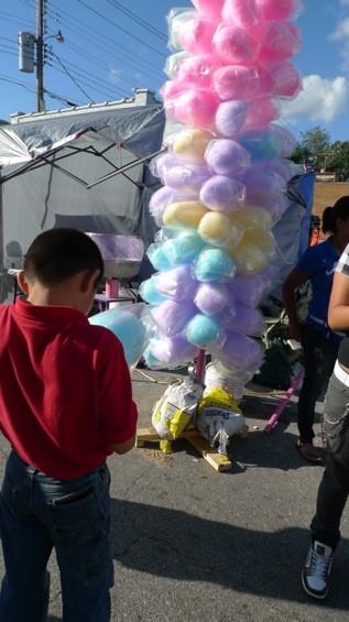 Cotton candy -- or algodón azucarado