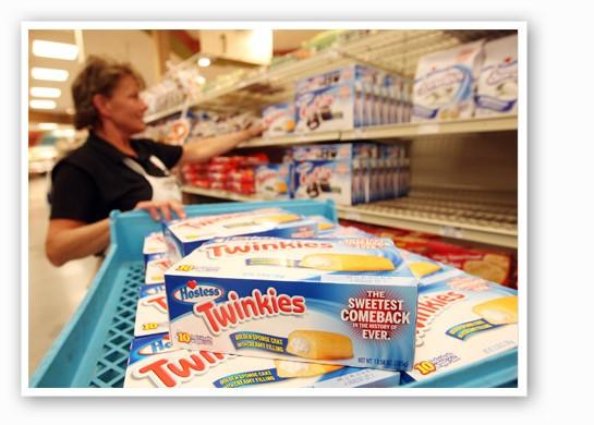 Lori Silvey puts out the first batch of Twinkies at Schnucks in Ballwin. | UPI/Bill Greenblatt