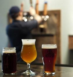 4_hands_brewing_company_1.7551881.131.jpeg