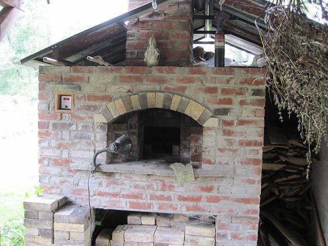 Herren's self-built backyard brick oven. - ROBIN WHEELER