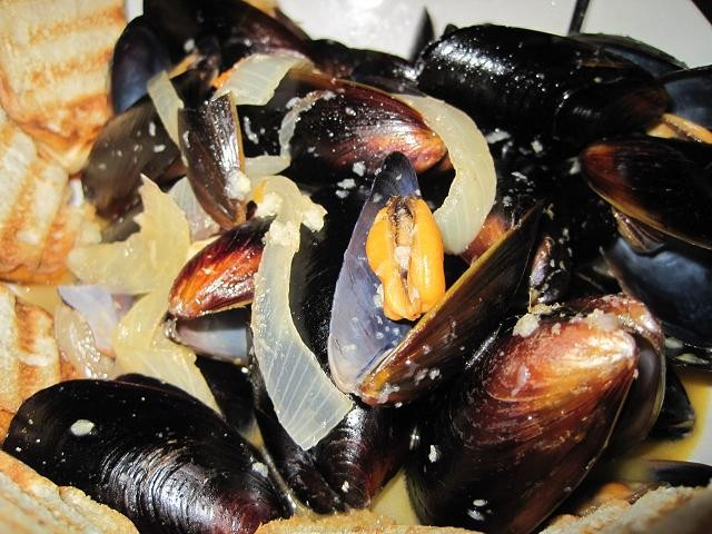 Tequila lime mussels by Jarvis Putnam of Bossanova Restaurant & Martini Lounge - ROBIN WHEELER