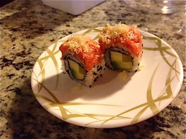 Avocado roll with spicy tuna - IAN FROEB