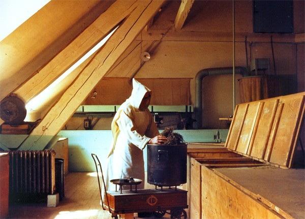 A monk, mixin' up the medicine - WWW.CHARTREUSE.FR