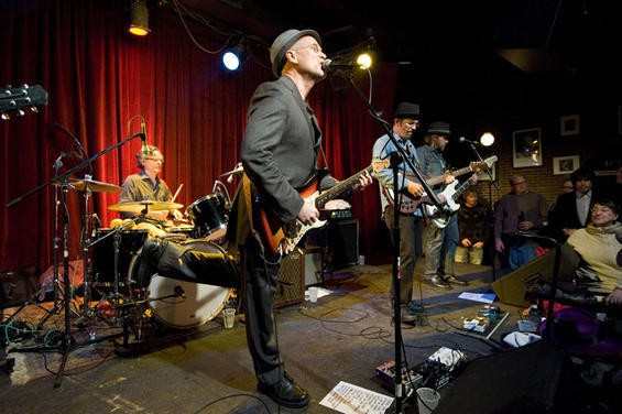 Marshall Crenshaw on stage with Bottle Rockets in January 2011 - KHOLOOD EID