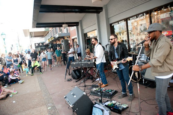 Brothers Lazaroff performing outside of Vintage Vinyl - JON GITCHOFF