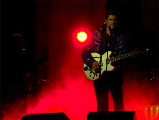Chris Isaak Does his Bad Bad Thing at the Pageant