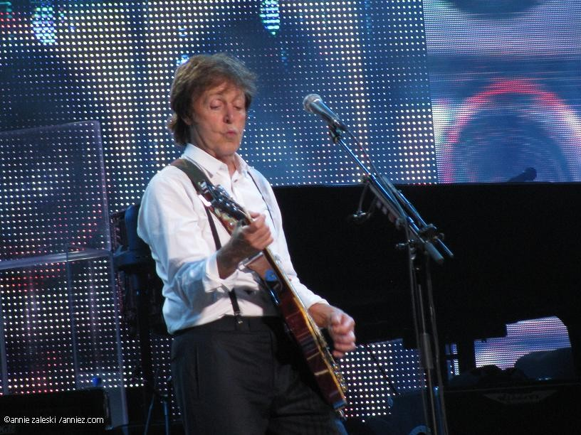 Review Photos Setlist Paul McCartney Defies Age At The Sprint