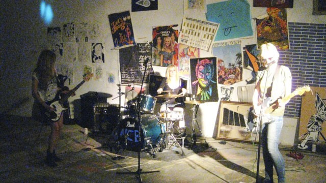 Nasty Cat Bath performing last night at Civil Ape's studio. - DIANA BENANTI