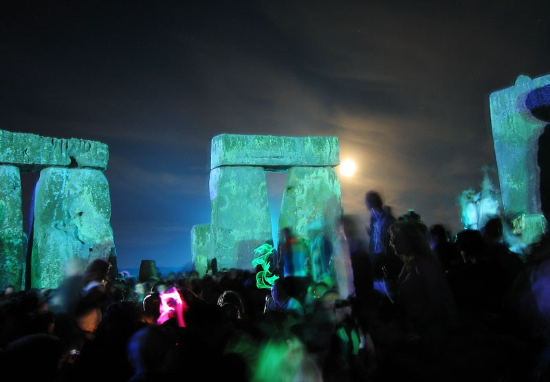 Raving it up old-school. - WIKIMEDIA COMMONS