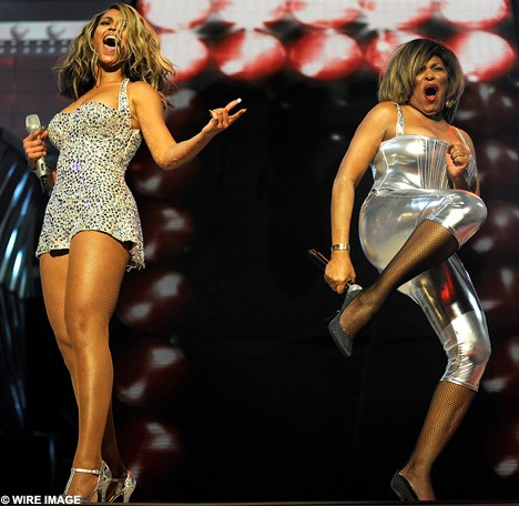Beyonce and Tina Turner at the Grammys in 2008 - IMAGE VIA