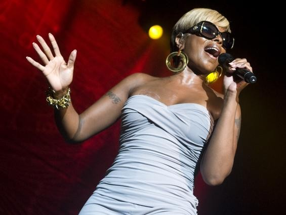 Mary J. Blige, live at Lilith Fair - JON GITCHOFF
