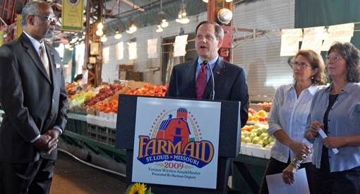 St. Louis Mayor Francis Slay, center, with St. Louis County Executive Charlie Dooley, left, Missouri farmer Rhonda Perry, far right, and Farm Aid Executive Director Carolyn Mugar, near right, on Thursday at Soulard Farmer's Market.