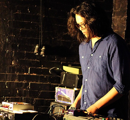 Josh Levi performing at Floating Laboratories. - MABEL SUEN