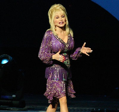 dolly_parton_at_the_fabulous_fox_theatre_8_14_08.2451949.36.jpg