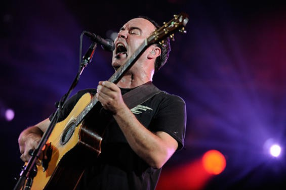 DAVE MATTHEWS, NOT ENUNCIATING AT BUSCH STADIUM. PHOTO BY TODD OWYOUNG.