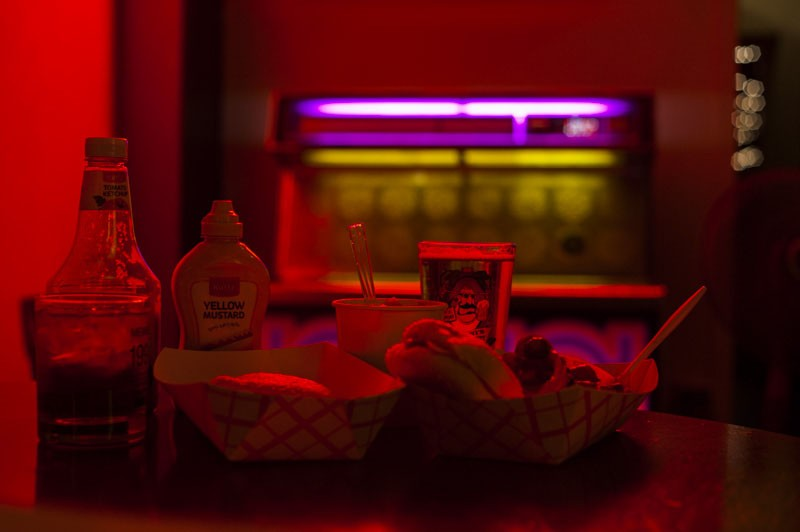 The lighting lends itself to that dive bar vibe. - PHOTO BY KELLY GLUECK