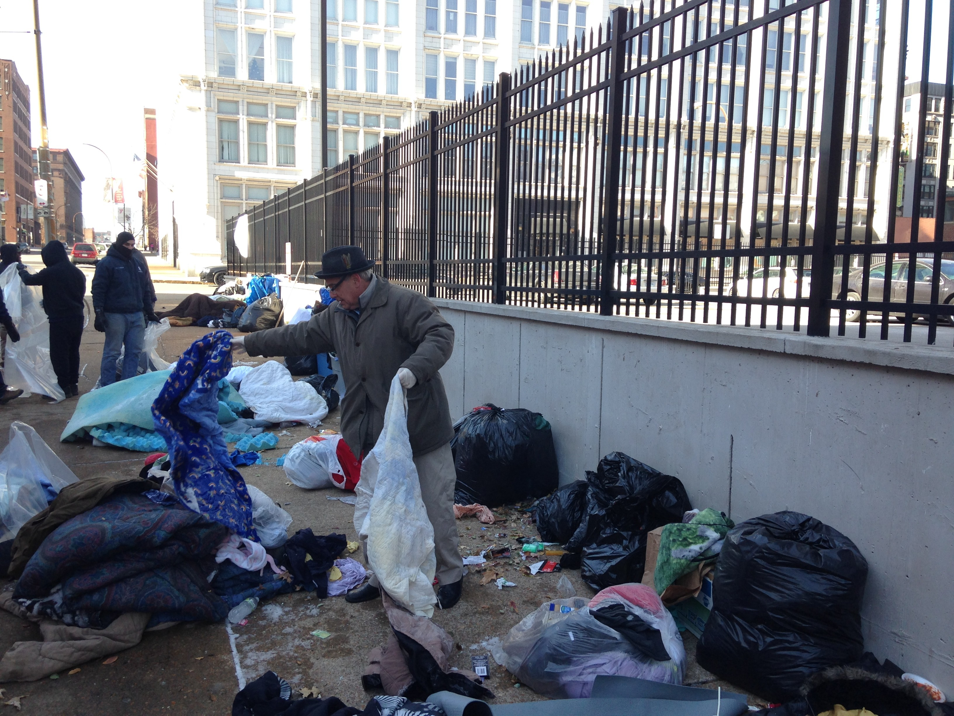 City Clears Blankets Clothes From Downtown St Louis