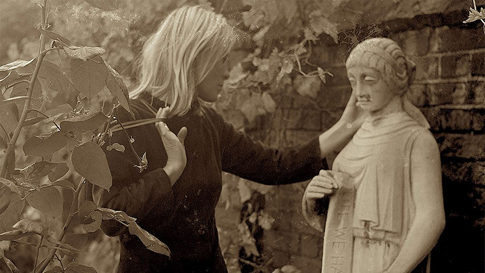 Marianne Leonard Words Of Love Examines Leonard Cohen S Great Romance Film Stories St Louis St Louis News And Events Riverfront Times