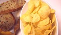 """Cheesy Garlic Bread Potato Chips Win Lay's """"Do Us A Flavor"""" Contest"""