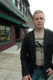 JENNIFER  SILVERBERG - Without a liquor license, Luke Reynolds' plans for a - nightclub are on the rocks.