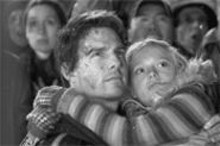 E(xtra) T(errifying): Tom Cruise (left) and Dakota Fanning (right) face angry aliens.