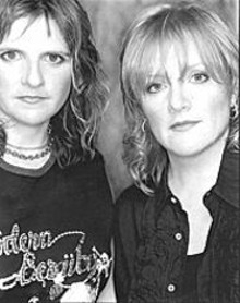 Amy Ray (left) and Emily Saliers